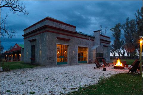 Cangue lodge exterior